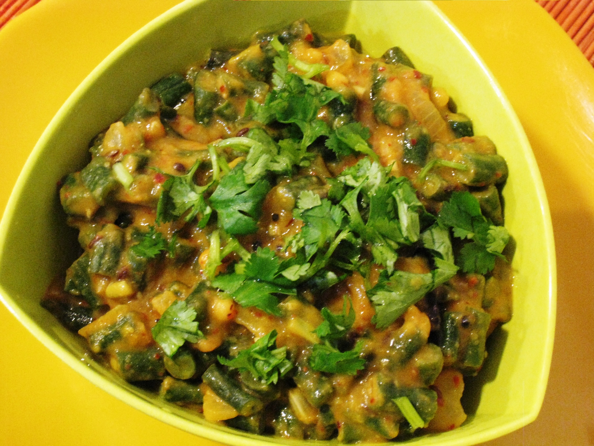 Snakebean curry vegrecipes4u snakebean curry is a thick gravy curry that goes well with indian flatbreads like phulka snakebeans so called because of their length or asparagus beans forumfinder Images