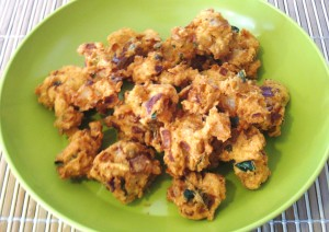 soft onion pakoda