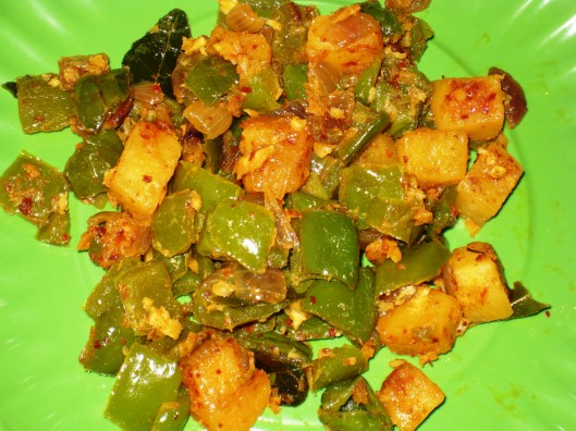 bell-pepper-onion-potato curry