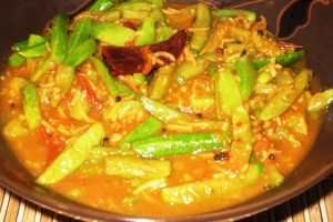 Tindora-Tomato Gravy Curry