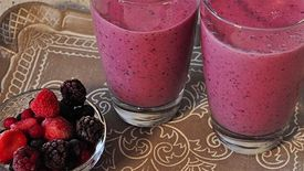 How to Make an Oat and Berry Smoothie
