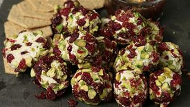 We Heart Food: Cranberry and Pistachio Cheese Balls